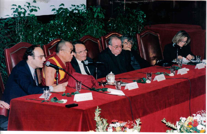 Mesa redonda Ciencia y Religión, aula magna Facultad de Medicina 1999